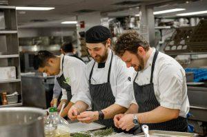 rèn luyện kỹ năng làm phụ bếp