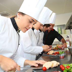 Phụ Bếp Trường Tiểu Học, Mầm Non Và Cơ Hội Việc Làm